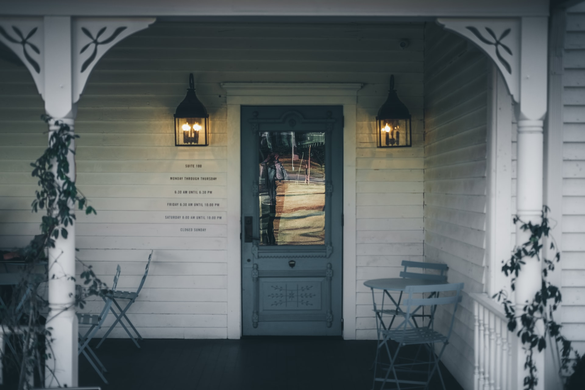 How to decorate a front porch